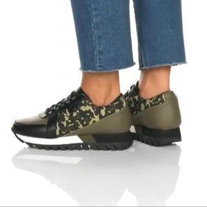 NWT platform sneaker